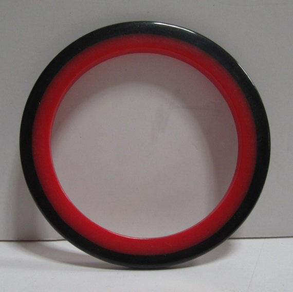Bakelite Catalin Bracelet in Black  with an Injected Red round inside