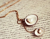 A Day at the Beach - Sea Shells Lariat on 14K Gold Plated Chain Necklace . Pearls . Nautical