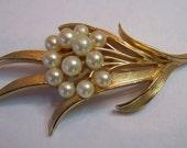 Vintage 50s Brooch Trifari  Goldtone Leaf Brooch w Faux Pearls
