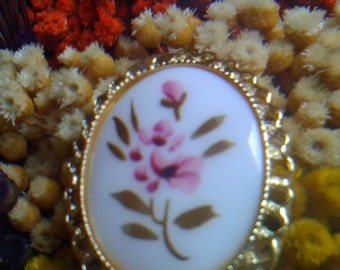 Hand Painted Floral Brooch/ Pin Gold Gilt Porcelain Cameo Pendant 50s vintage Jewelry