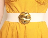 Vintage 1980s Off-White Elastic Waist/Hip Belt With Wavy Gold Buckle