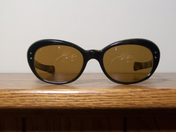 Vintage Cat eye Sunglasses - Eyevan by Oliver Peoples - Black Tortoiseshell SALE
