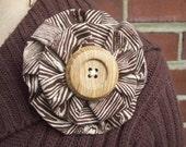 woodgrain lover, yo yo brooch