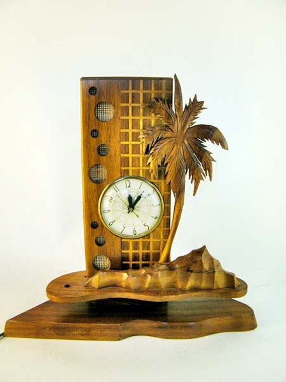 V I  N T A G E Midcentury Hawaiian wood and wicker clock