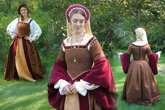 Renaissance Court Tudor dress costume in Black, Gold with 4 pieces by MattiOnline on Etsy CUSTOM