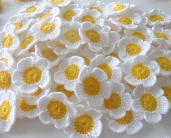 Fairytale Crochet Flowers, 10 pieces, Daisy, White and Yellow, Supplies