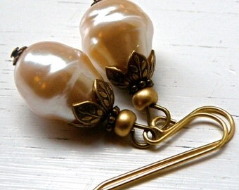 Pearl dangle earrings, vintage glass pearls, Bridal earrings, bridesmaid earrings