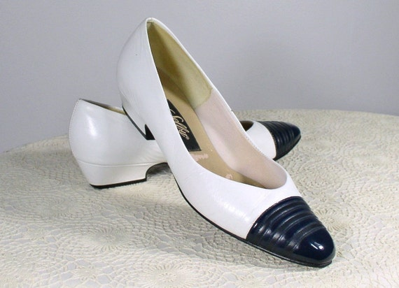 Selby Spectator Shoes / Vintage / Flats / White and Navy Blue /  Size 8