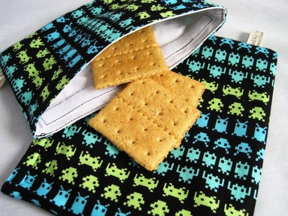 Space Invaders Reusable Sandwich and Snack Bag Set