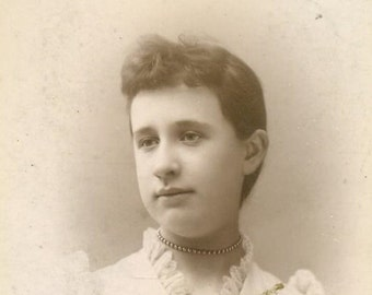 Youngstown Ohio Antique Cabinet Card Studio Portrait Young Woman White Ruffle Collar Blouse Photograph Girl Lady Photo