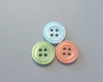 Lot of 90 Round Shell Buttons Sewing Craft  EB84