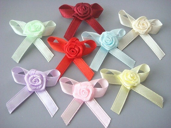Lot of 32 Satin Ribbon Rose Bow Flower Appliques EA111