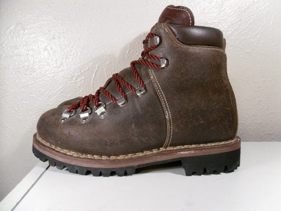 Luxury Vintage LLBean Hiking Boots. Women Size 8. Maple Brown Leather