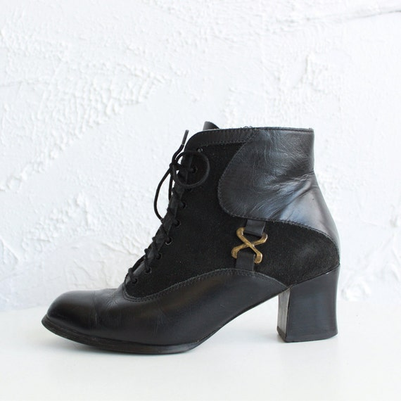 Black leather boots with a heel - size 7