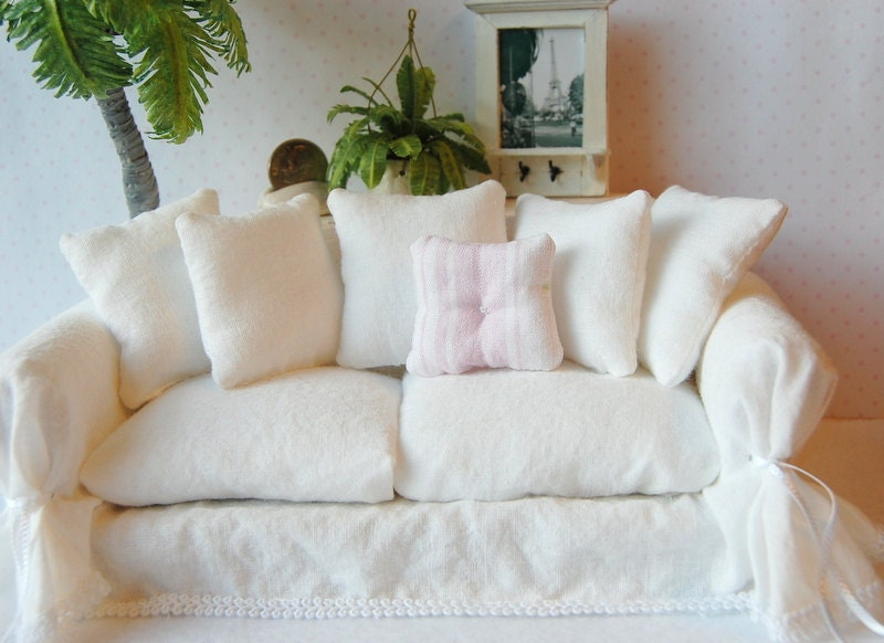 Dollhouse Miniature Shabby Chic White Wrinkle Slipcover Sofa