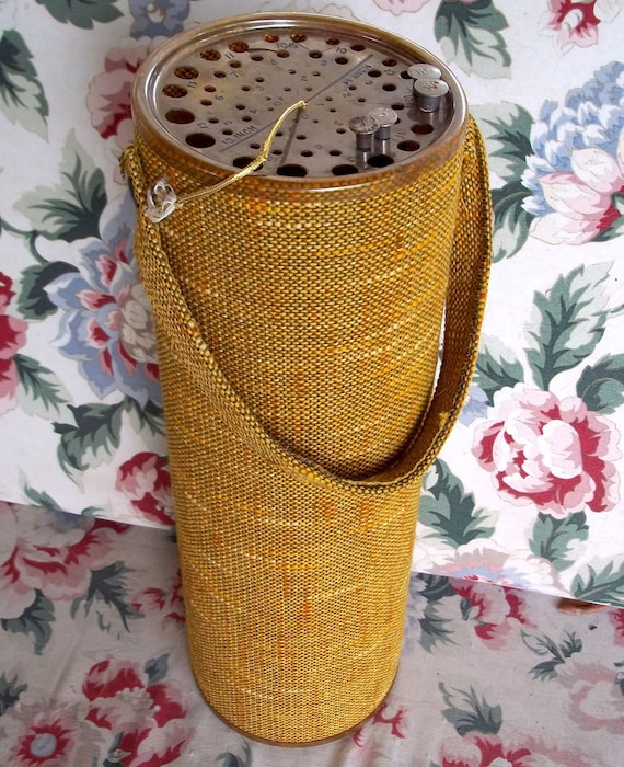 Knitting Vintage Things : Vintage knitting needle caddy