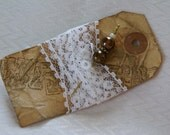 Elegant pin with lace and distressed tag
