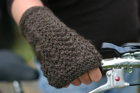 Knitting Gull Lace Pattern : KNITTING PATTERN Gull Lace Fingerless Mittens