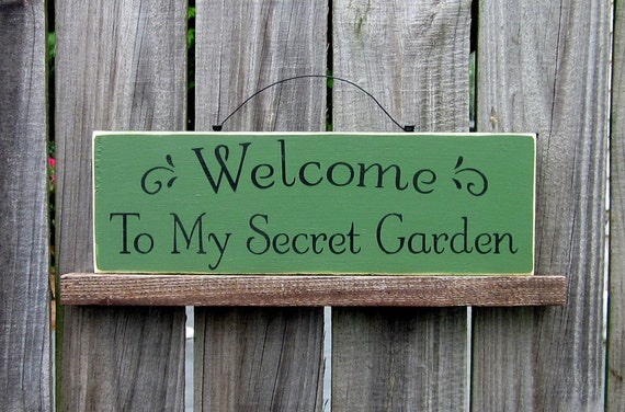 Welcome to My Secret Garden Sign, Clover Green with Black Lettering