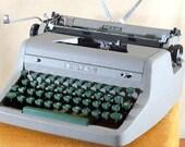 Manual Typewriter, Royal Quiet De Luxe