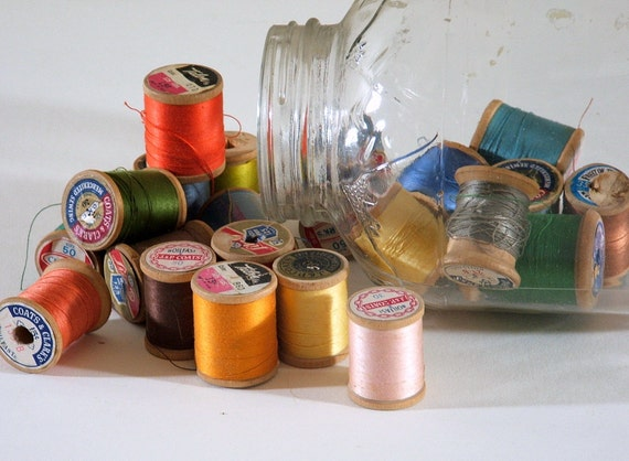 RESERVED FOR QIQI 22 Small Wooden Spools of Thread plus 3 zippers