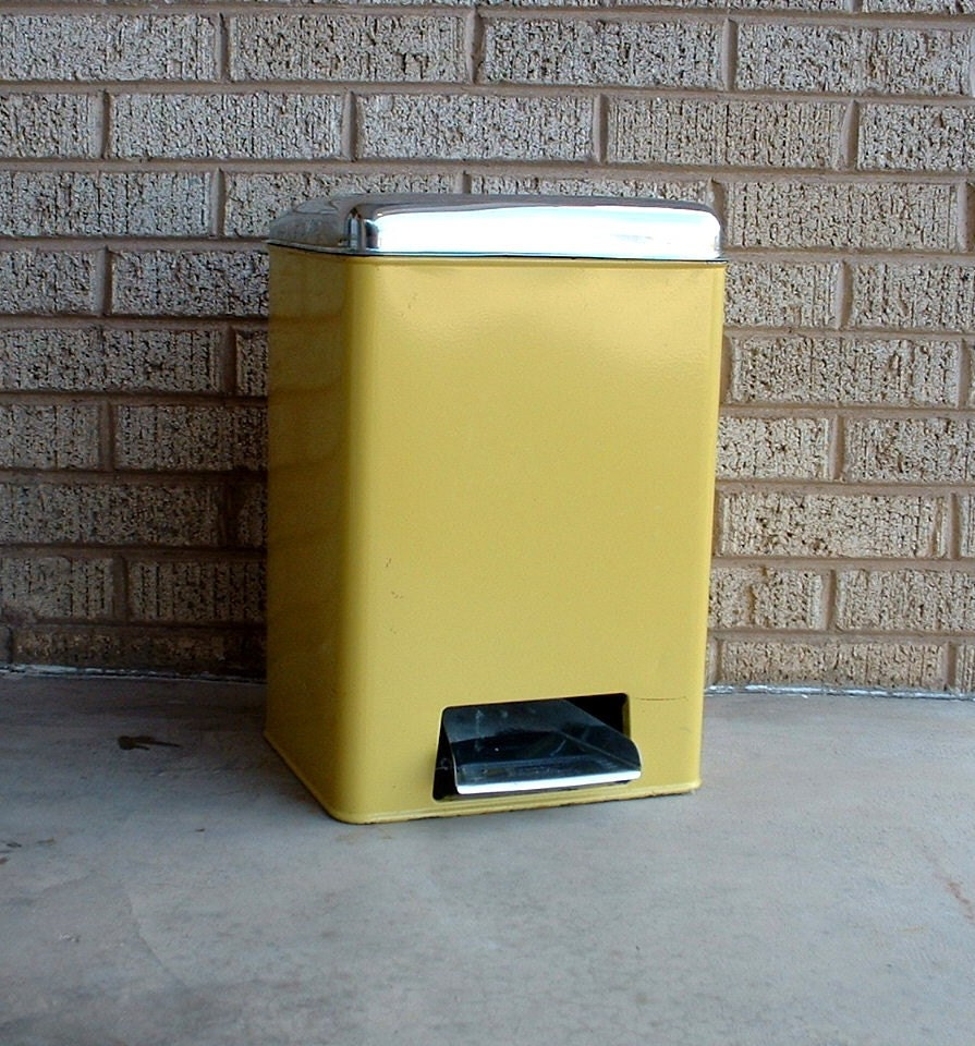Retro Trash Cans Kitchen Yellow Trash Can With Flip Up Top By Lincoln Beautyware