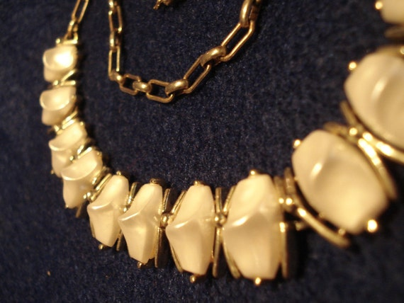1950's White Pearly Choker Necklace