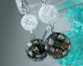 EE050101) Abalone shell with crack crystal earrings