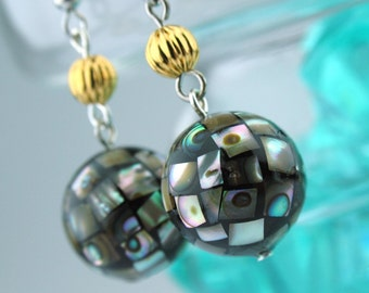 EE050104) Abalone shell with gold ball earrings