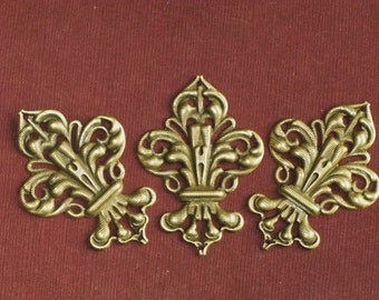 6 Charms fluer de lis stamped brass jewerly art findings  50mm x 35mm crest charms antique bronze new orleans royal pendant (AA4)
