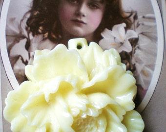 3White flower pendants Cream  white cabochons flat back resin flower 48mm x 50mm