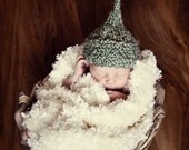 Baby Knit Kiss Hat for Newborn in Green Yarn  Photography Prop