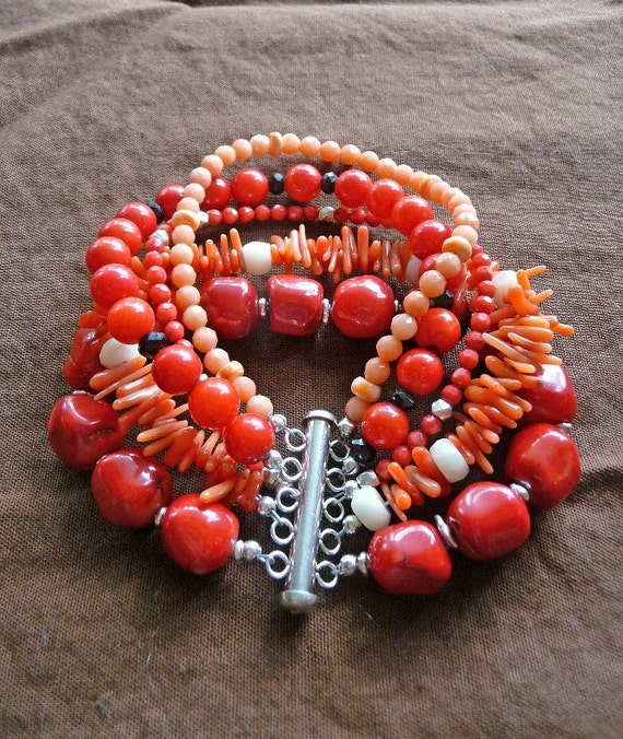 Sterling silver and coral bracelet with a touch of onyx in 5 beautiful strands
