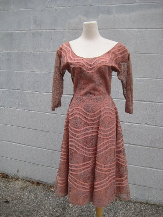 lacy 50's perfect PINK dress with full skirt