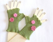 Children Fingerless Gloves - Green - Decorated with lovely felted flowers