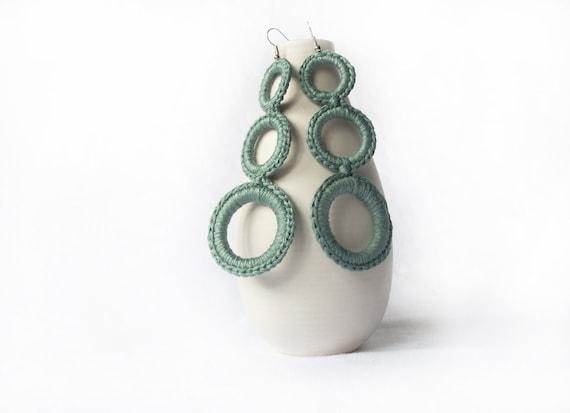 Sage green cotton crochet earrings. spring summer fashion jewelry. circle earrings. Handmade by Aliquid