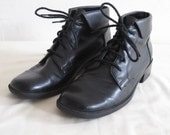 vintage Black Man Made Leather Lace up Ankle Boots with Cuff by Predictions  size 7 medium