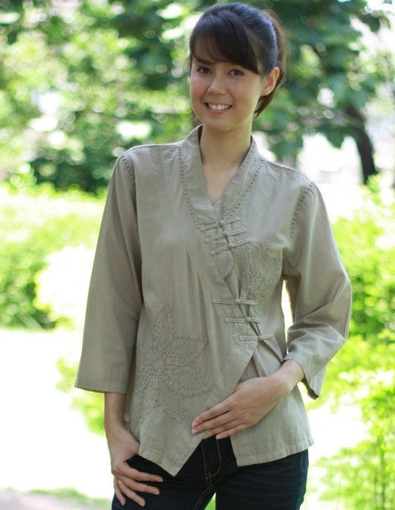 SALE 27 USD--M099--sunflower(Cotton blouse with flowers embroidery)
