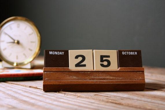 Perpetual Calendar Cube : Vintage perpetual cube calendar