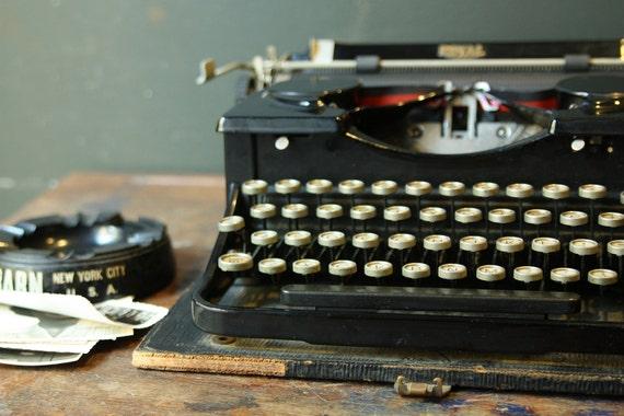 1930s Royal Typewriter / Black Model P with Glass Keys