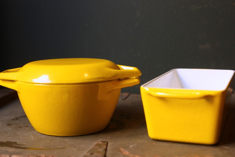 vintage cookware yellow cast iron enamel. Black Bedroom Furniture Sets. Home Design Ideas