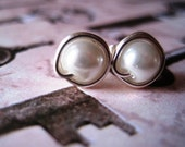 Hey There, Stud - White Pearl Earrings