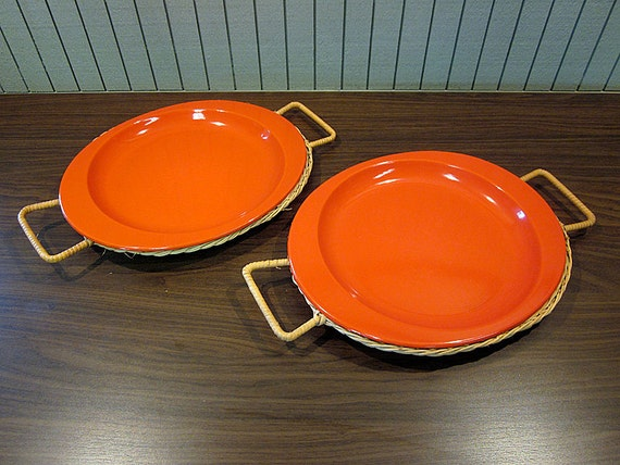 Set of 2 Vintage Enameled Metal Plates with Wicker Rattan Holders with Handles