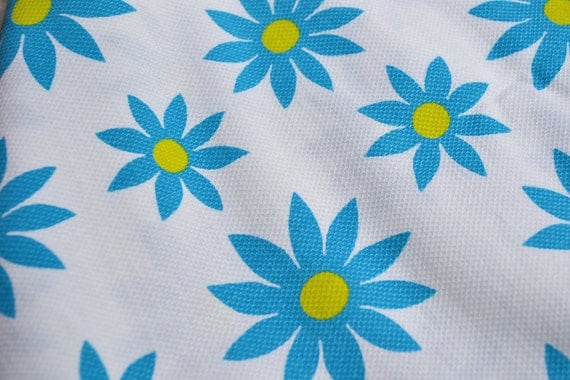 Vintage Fabric - Mod Turquoise Blue Daisies on White - 42 x 50