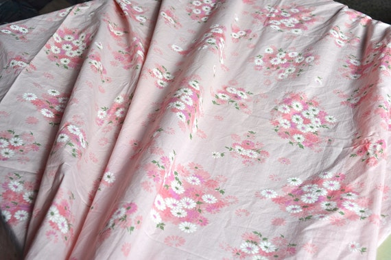 Vintage Bed Sheet - Pink and White Daisy Print on Pink - Full Flat Cotton