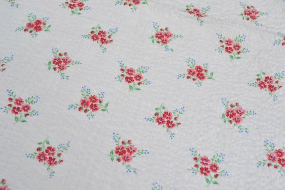 Vintage Fabric - Pink Cottage Roses on Plisse Seersucker - 30 x 38