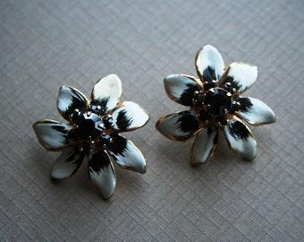 Pin Up Rockabilly Starlet Black and White Enamel  Daisy Pansy Flower Vintage Black Rhinestone Earrings