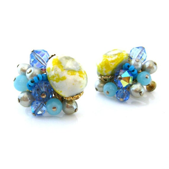 VENDOME Bead Cluster Earrings - Blue Yellow Art Glass Faux Pearl Clip On - Vintage 1950s Jewelry