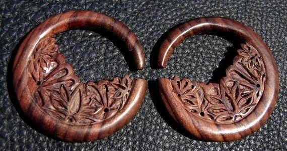 Ear Plugs 4Gauge Lotus Field Hoop
