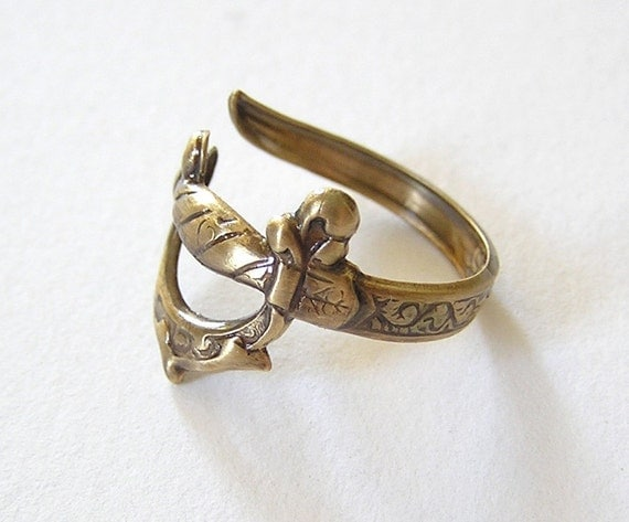 Steampunk SWORD RING, Attractive gold sword wraps around finger